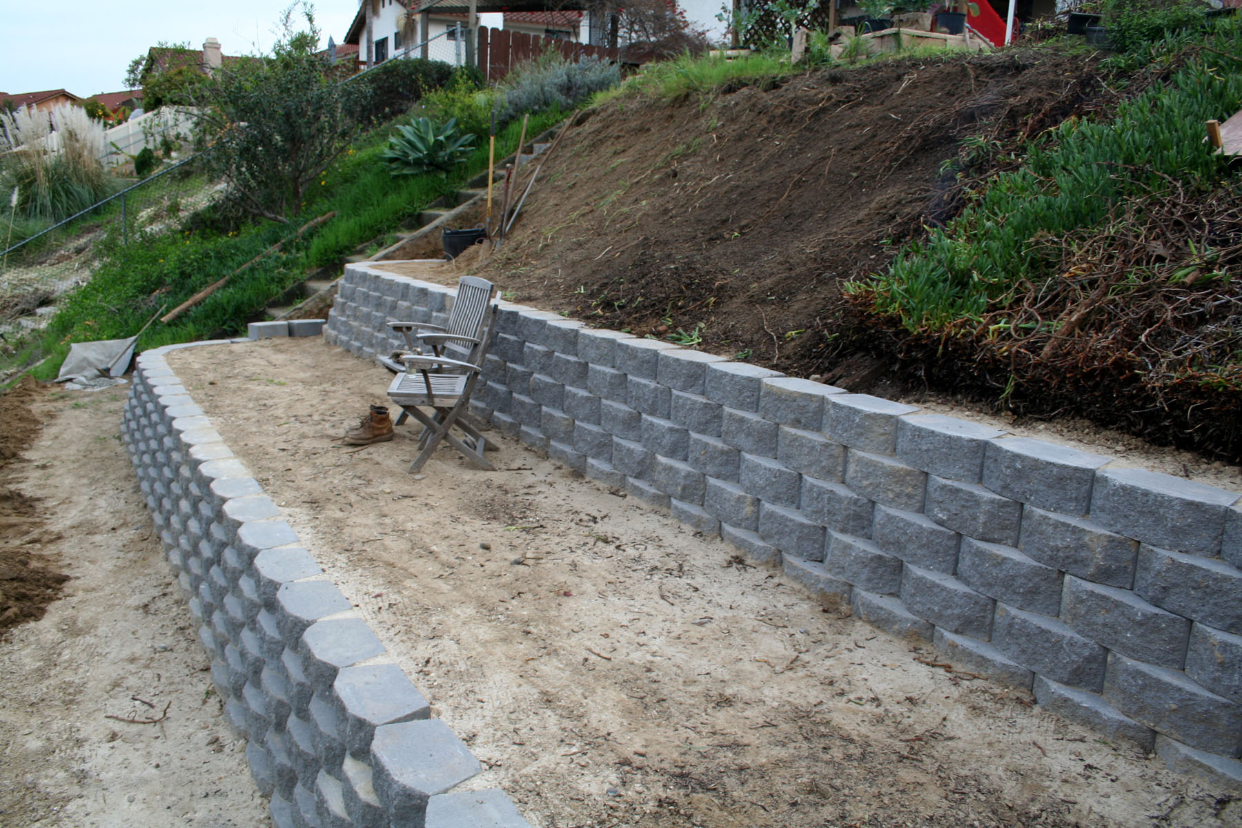 Retaining walls thistledog 39 s farm for Building a small garden wall